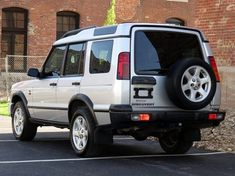 2004 Land Rover Discovery Pictures: See 435 pics for 2004 Land Rover Discovery. Browse interior and exterior photos for 2004 Land Rover Discovery. Land Rover Discovery Hse, Discovery 2, Best 4x4, Land Rover Defender, Offroad, Cool Cars, Dream Cars, Transportation, Automobile