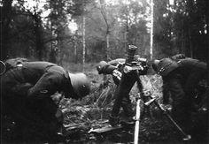 German 8 cm Granatwerfer 34 mortar crew, date unknown