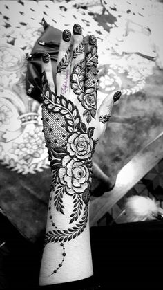 Top 10 Beautiful Henna Designs for Girls can find Mehndi and more on our website. Wedding Henna Designs, Khafif Mehndi Design, Latest Henna Designs, Floral Henna Designs, Mehndi Designs For Girls, Mehndi Designs For Beginners, Modern Mehndi Designs, Dulhan Mehndi Designs, Mehndi Design Pictures