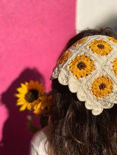 Crochet Hair Accessories, Summer Accessories, Crochet Hair Styles, Crochet Sunflower, Sunflower Pattern, Crochet Designs, Crochet Patterns, Crochet Clothes, Crochet Hats