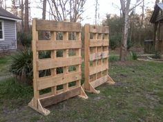 pallet garden fence to block the nosey neighbors view