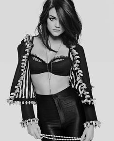 Pretty Little Liars star Lucy Hale does photo shoot for Cosmopolitan source can't wait to see her in Scream 4 next weekend! and they started filming season 2 of PLL on monday! Ashley Benson, Pretty Little Liars Actrices, Pretty People, Beautiful People, Perfect People, Amazing People, Gorgeous Women, Style Tumblr, Sara Underwood