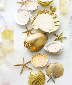 DIY spray painted shells DIY wedding planner with ideas and tips including DIY wedding decor and flowers. Everything a DIY bride needs to have a fabulous wedding on a budget! Seashell Projects, Seashell Crafts, Beach Crafts, Diy Projects, Diy Crafts, Adult Crafts, Easy Diy, Seashell Candles, Craft Ideas
