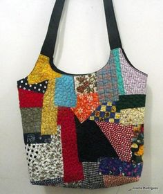 & For a girl who likes Matrioskas and big key chains ! Patchwork Bags, Quilted Bag, Crazy Patchwork, Cotton Textile, Quilt Making, Hand Sewing, Purses And Bags, Applique, Pouch