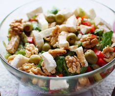 Sałatka z orzechami i Mozzarellą | SMYKWKUCHNI Salad Recipes, Healthy Recipes, Polish Recipes, I Want To Eat, Aga, Mozzarella, Pasta Salad, Potato Salad, Food And Drink