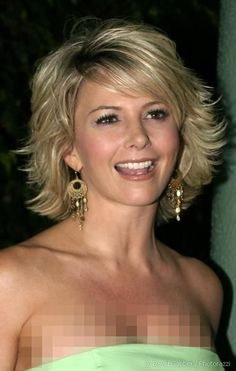 Tamie Sheffield in Cute Flippy Sideswept Highlighted Short Hair - Beautiful Hairstyles