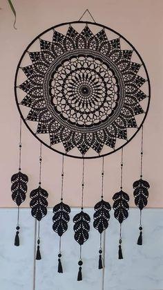Dream Catcher Decor, Black Dream Catcher, Dream Catcher Boho, Crochet Mandala Pattern, Crochet Doilies, Crochet Mandela, Diy Dream Catcher Tutorial, Crochet Dreamcatcher, Crochet Wool