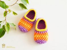 Beautiful little crochet Baby booties will keep your baby's little feet cozy and warm. Crochet baby boots made from acrylic yarn. This is not a mass product - all work is done by my hands. They are warm and beautiful and the perfect gift for any baby. From a smoke-free, pet-free home. The slippers are extra thick and sturdy, yet surprisingly lightweight and soft. They are intended to be used indoors and fit more like socks then shoes.  I will be happy to fulfill your custom order! Care…