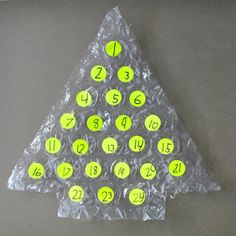 Looking for a cute, clever & inexpensive advent calendar? What you'll need: Round label stickers Large bubble wrap Sharpie Pen . Christmas Games, Christmas Countdown, Christmas Holidays, Xmas, Christmas Tree, Diy Advent Calendar, Countdown Calendar, Advent Calendars, Holiday Crafts