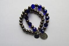 Pulseras en azul y plateado oscuro y medalla San Benito