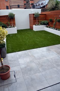 Garden Screening Ideas - Screening can be both decorative as well as functional. From a well-placed plant to upkeep totally free secure fencing below are some creative garden screening ideas. Backyard Decor, Small Backyard, Small Garden Design, Back Garden Design, Minimalist Garden, Garden Privacy Screen