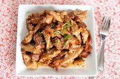 Crockpot honey sesame chicken   I love crockpot recipes...they are so easy:)