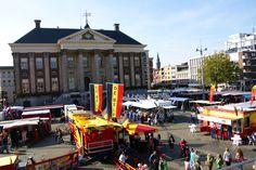 Grote Markt Groningen op zaterdag met de warenmarkt