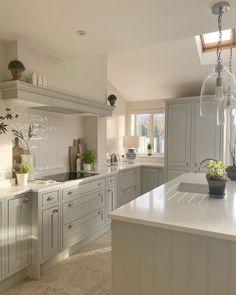 Kitchen Dining Living, Home Decor Kitchen, Kitchen Interior, Home Kitchens, Kitchen Ideas, Shaker Style Kitchen Cabinets, Island Kitchen, Kitchen Diner Extension, Green Kitchen