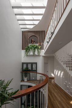Loft House Design, House Front Design, Modern House Design, Home Design Decor, Home Interior Design, Interior Architecture, Home Decor, Courtyard Design, Courtyard House