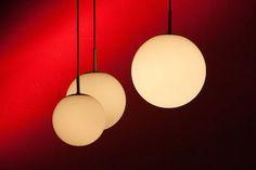 Die Komposition der Bildelemente im Foto ist wichtig für die Gesamtwirkung. Suche Dir 3 Objekte und positioniere diese auf der Bildfläche. Table Lamp, Ceiling Lights, Lighting, Pendant, Home Decor, Pictures, Musical Composition, Triangles, Objects