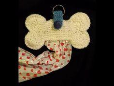 Tutorial che spiega, passo a passo la realizzazione di un simpaticissimo osso che contiene i sacchettini per il nostro amico a quattro zampe ^__^ Cliccando s... Dog Clothes Patterns, Sewing Patterns, Crochet Dog Sweater, Dou Dou, Crochet Mask, Dog Sweaters, Crochet Videos, Crochet Scarves, Crochet Edgings
