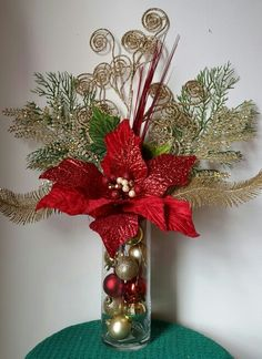 Budget Friendly Christmas Decorations - Hike n Dip In case you are thinking about easy and cheap Christmas Decorations, then here I have collected Budget Friendly Christmas Decorations to help you do so Christmas Vases, Christmas Flower Arrangements, Christmas Door Decorations, Holiday Centerpieces, Christmas Flowers, Cheap Christmas, Noel Christmas, Christmas Wreaths, Christmas 2019