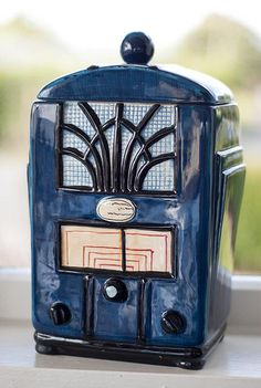 Old radio Cookie Jar Love Vintage, Vintage Style, Vintage Toys, Antique Cookie Jars, 22 November, Vintage Cookies, Cute Cookies, Ceramic Decor, Candy Jars