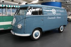 VW T1 Bus VW & Porsche Ersatzteil Dienst 1950 by jenskramer, via Flickr