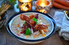 Verdens beste kyllingsuppe med bacon - Franciskas Vakre Verden Bacon, Curry, Food And Drink, Meat, Chicken, Ethnic Recipes, Red Peppers, Curries, Pork Belly
