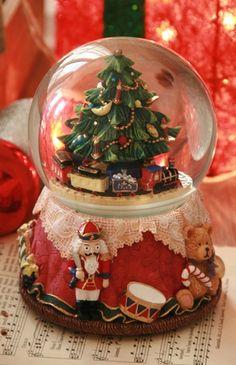 .MUSICAL BOX Christmas Snow Globes, Winter Christmas, All Things Christmas, Christmas Home, Christmas Crafts, Christmas Decorations, Water Globes, I Love Winter, Winter Wonderland