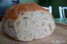 Hároméve csak ilyen kenyeret eszünk. Dagasztás nélkül készül. Van saját receptem, ami bevált - írja Olvasónk, Jolán. Köszönjük a receptet! Dagasztás nélküli kenyér Hozzávalók 1 kg kenyérliszt- BL80 (Szlovákiában T650) 7 dl langyos víz 1 csomag instant élesztő 2 kávéskanál só Elkészítés A kelesztőtálba beleöntjük a 7 dl vizet, hozzáadjuk az élesztőt, a sót, és elkavarjuk, hogy az élesztő kicsit szétolvadjon. Hozzáöntjük a lisztet, és addig keverjük, amíg szépen összeáll a kovász (1,5- 2… Healthy Homemade Bread, Bread Recipes, Cooking Recipes, Hungarian Recipes, Bread And Pastries, Baking And Pastry, Bread Rolls, How To Make Bread, No Bake Cake