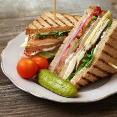 How to make Classic Club Sandwich . Easy and simple Classic Club Sandwich Recipe. Here's how to create theclubhouse sandwich that remains a quintessential favourite for those looking for a quick bite to eat. Club Sandwich Poulet, Bacon Sandwich, Sandwich Recipes, Paneer Sandwich, Bread Recipes, Homemade Sandwich, Healthy Sandwiches, Chicken Sandwich, Grilled Chicken