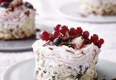 Franciskas Vakre Verden: Fantastisk deilig sommerdessert! Nøttekaker med jordbærskum!