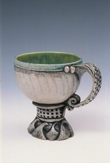Carol Wedemeyer  Love the foot on this cup