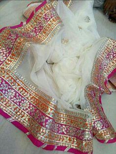 Off White gotta Patti Gota Patti Suits, Gota Patti Saree, Indian Attire, Indian Wear, Pakistani Outfits, Indian Outfits, Jute, Boutique Suits, Party Kleidung