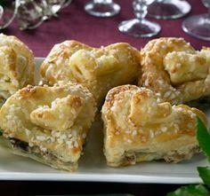 Lehtevät joulusydämet Joko, Sweet Recipes, Red Velvet, Cauliflower, Sushi, Baking, Vegetables, Ethnic Recipes, Foods