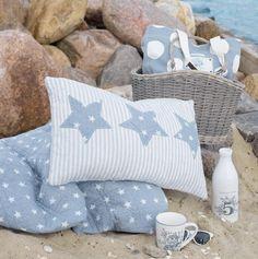 Cojín a rayas con estrellas en tela de lunares. Stars and Stripes pillow.