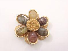 1950s Brushed Gold Flower Brooch. Olive Beads. di Vintage0156