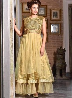 Give yourself elegant yet subtle look by draping this cream brasso, jacquard and net embroidered gown. The gorgeous patch, resham and stones work a significant element of this attire. Hailee Steinfeld, Jessica Biel, Designer Salwar Suits, Designer Gowns, Emma Stone, Charlize Theron, Buy Gowns Online, Net Gowns, Indian Wedding Gowns