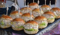 mini burger froid au thon - New Pins Tapas, Mini Bun, Mini Hamburgers, Mini Sandwiches, Food Tags, Snack Recipes, Snacks, Whole Foods Market, Finger Foods
