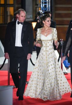 Kate Middleton stuns on BAFTA red carpet in white and gold gown Kate Middleton, wowed on the BAFTA red carpet in a white and gold gown by Alexander McQueen with Prince William, at the Royal Albert Hall in London this evening. Duchess Kate Pregnant, Duke And Duchess, Duchess Of Cambridge, British Academy Film Awards, Bafta Red Carpet, Alexander Mcqueen, Kate Dress, Kate Middleton Photos, Princess Kate Middleton