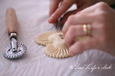 Coricheddos - Good Life o'clock © Gianpiera Conti Italian Cooking, Italian Recipes, Eid Sweets, Italian Desert, Italian Biscuits, Mama Cooking, Pie Crust Designs, Pasta, Sardinia