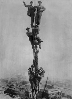 Death-Defying Photos Of Skyscraper Construction Workers Goofing Around Rare Photos, Vintage Photographs, Vintage Photos, Old Pictures, Old Photos, Photo Deco, Construction Worker, Historical Photos, American History