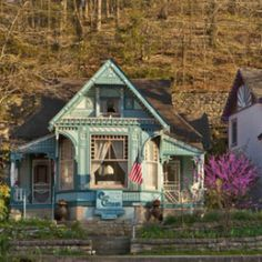 Featured Gay Friendly Accommodations: Cliff Cottage Inn, Eureka Springs, Arkansas