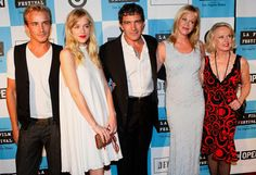 Antonio Banderas,Melanie Griffith with her son Alexander Bauer, daughter Dakota Johnson and mother Tippi Hedren.