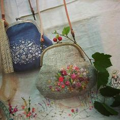 Новости Embroidered Flowers, Embroidery Purse, Ribbon Embroidery, Embroidery Patterns, Cross Stitch Embroidery, Handmade Purses, Diy Bags, Needle And Thread, Needlepoint