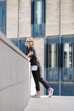 Laura Lee, Week End Parisien, Foulard Louis Vuitton, Sportswear, Sporty, Style, Fashion, Personal Stylist, Straight Trousers