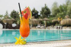 Gönnen Sie sich doch einen Cocktail in unserer Lagune!   http://www.therme-geinberg.at/de/world-of-wellness/karibik