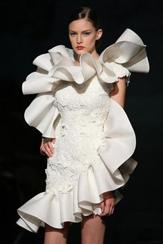 Fausto Sarli Haute Couture ruffle THIS would make a statement as a second change dress! Unusual Wedding Dresses, Different Wedding Dresses, Bridal Dresses, Dresses Dresses, Club Dresses, Couture Fashion, Fashion Art, Runway Fashion, Fashion Show