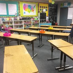 """""""Individual notes on 32 student desks... ✔️ Tomorrow is going to be a GREAT day! #happyclassrooms"""""""