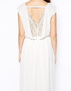 Image 3 - Exclusivité ASOS PETITE - Maxi robe en dentelle effet cache-cœur sur le devant