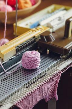 Knitting Machine For Beginners (Your One-Stop Guide) - Sintelli Diy Knitting Machine, Circular Knitting Machine, Knitting Help, Knitting For Beginners, Loom Knitting, Hand Knitting, Knitting Designs, Knitting Patterns Free, Loom Love