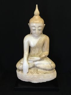 Shan alabaster Buddha. Burma. 18th cent.