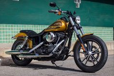 Now 17 pounds lighter, quicker and stronger, the 2018 Street Bob motorcycle is a personal revolution rolling on spoked wheels with chopped fenders. Harley Davidson Jewelry, Harley Davidson Dyna, Harley Davidson Street, Harley Davidson Motorcycles, Harley Street Bob, House Of Harley, New Harley, Bobber Chopper, Custom Harleys